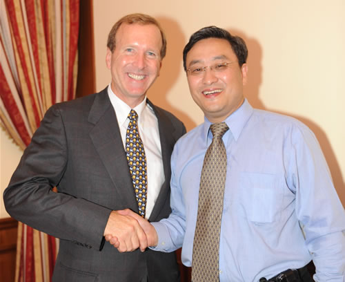 李中子博士应邀参加尼尔·马龙·布什欢迎会