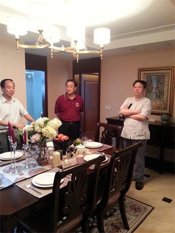李中子博士陪同王皓院长考察上海香村湾